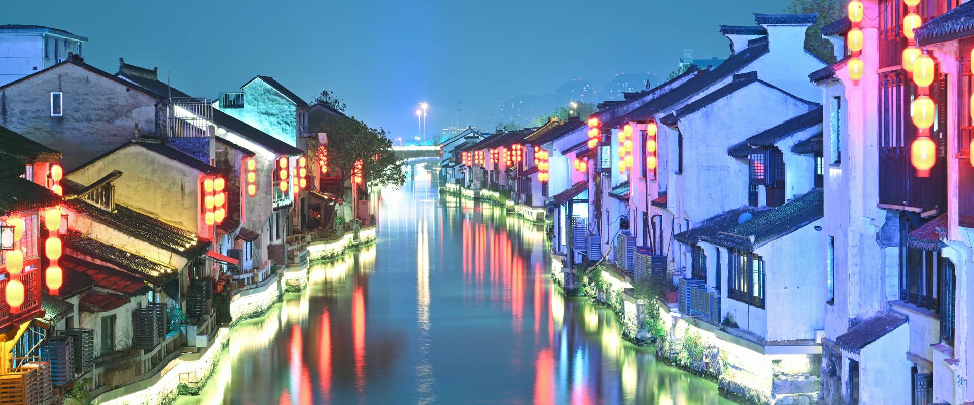 Stunning night views of Nanchang Street in Wuxi