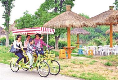 Hongshan boasts rich tourism resources