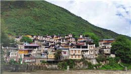 Unique culture, tourism revive Tibetan village in Sichuan