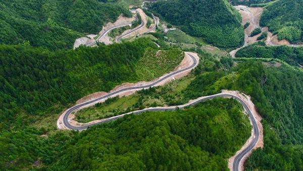 Better roads lead to China's rural vitalization