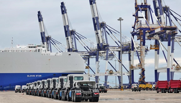 China's foreign trade in H1 hits record high