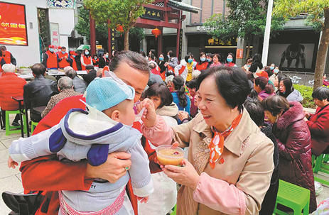 'Attendant' pours her heart into community