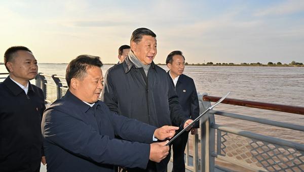 Xi inspects Yellow River estuary