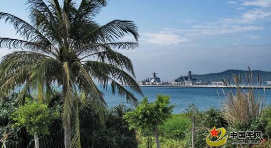 南海舰队新建环保军港营区海滨风光景致优美.jpg