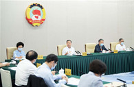 CPPCC members discuss poverty alleviation in panel discussions
