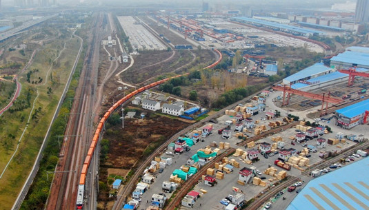 Economists see China's target for growth as reasonable
