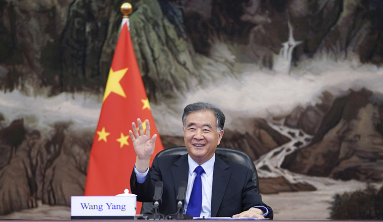 Wang Yang holds talks with speaker of Polish Senate
