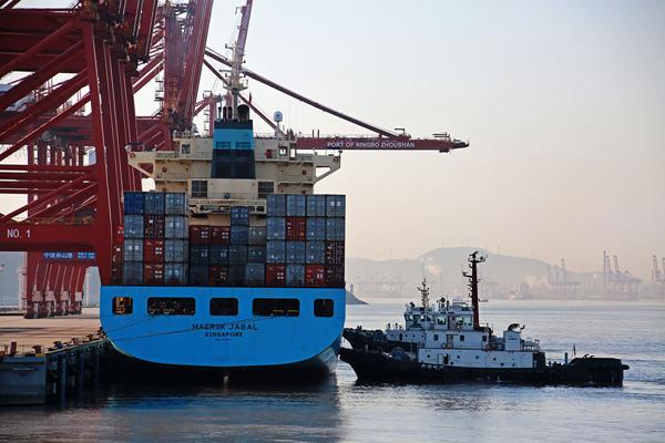 container ship in Zhejiang.jpg