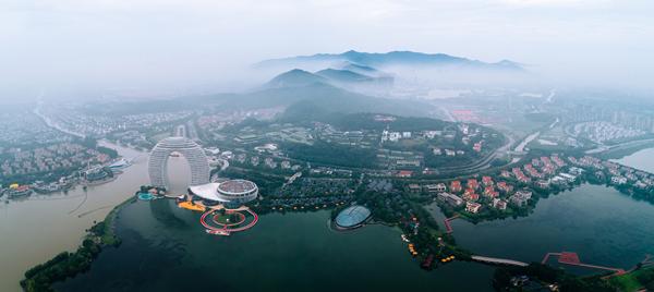 Taihu Lake in Huzhou.jpg