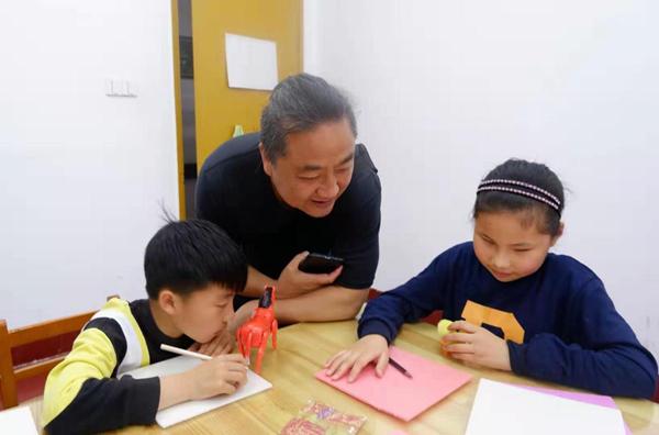 Hu Jun and students.jpg