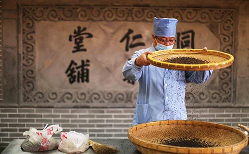Zhejiang stresses development of TCM industry