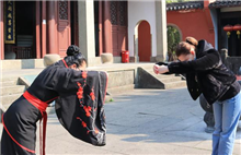 Russian woman experiences cultural adventure in Quzhou