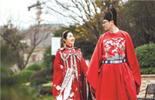 Young Quzhou couple dress up in style to celebrate Qixi