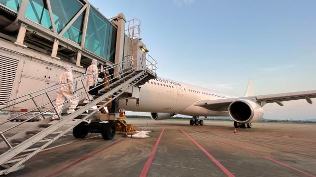 Hangzhou launches cargo flight route to Prague