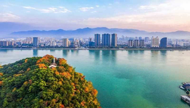 Hangzhou paints lucid waters and lush mountains