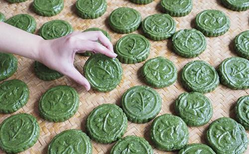 Herbal mooncake popular in Jingning