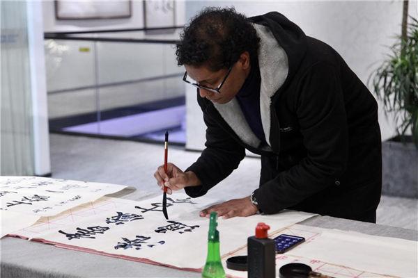 Expats experiences Ningbo's culture, development