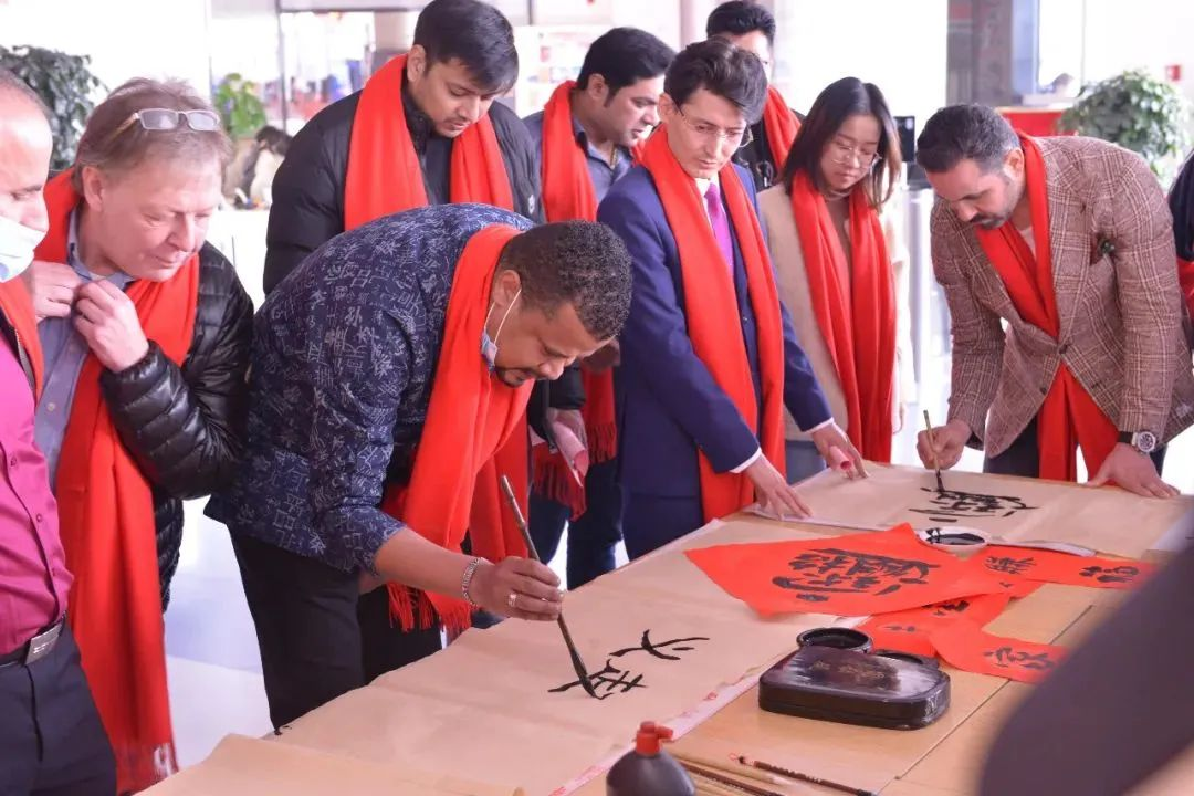 Yiwu hosts event for foreign merchants