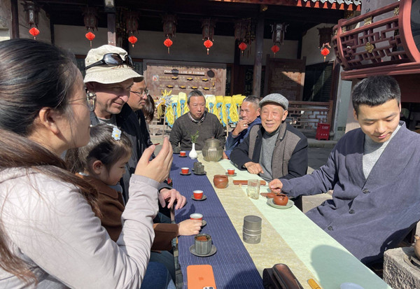 Expat shares travel experience in Yinzhou
