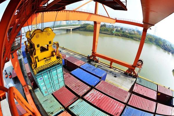 Huzhou aims to construct world-class inland river port