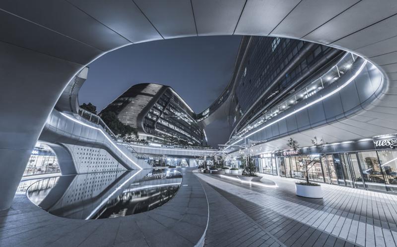 Hongqiao builds bridges to the future