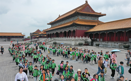 Hengdian popular tourism destination among schoolchildren