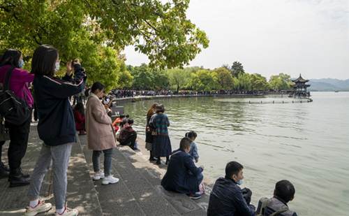 Zhejiang sees tourism boom during Qingming holiday