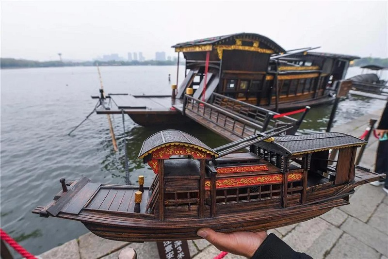Jiaxing craftsman makes Red Boat models for CPC anniversary
