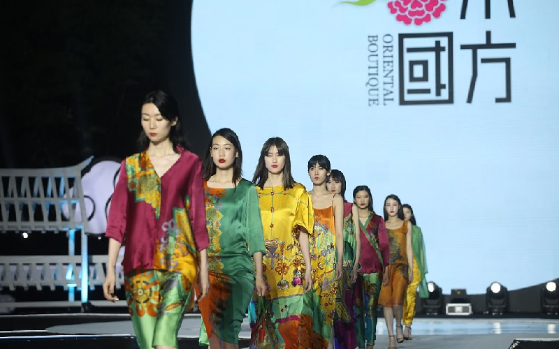 Clothing design exhibition highlights ethnic culture