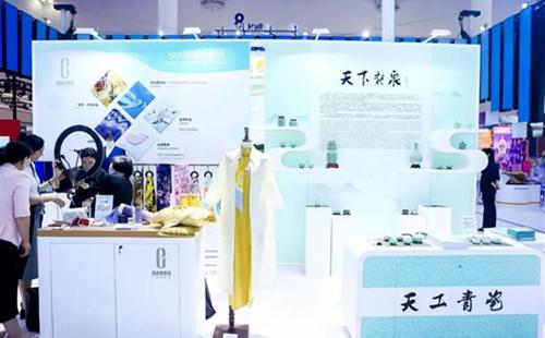 Longquan's celadon porcelain stars at Hainan Expo