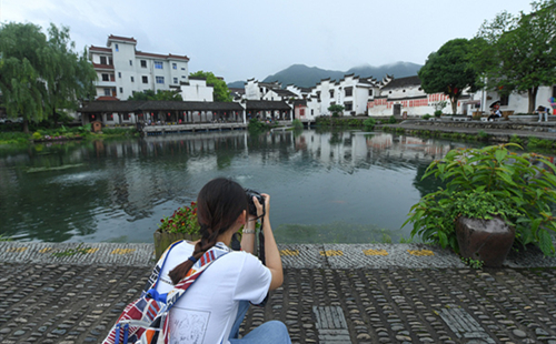 Young people from across the Straits build photographic ties in Hangzhou