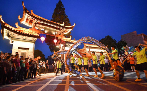 Dragon, lion dance contest staged in Qiantong Ancient Town