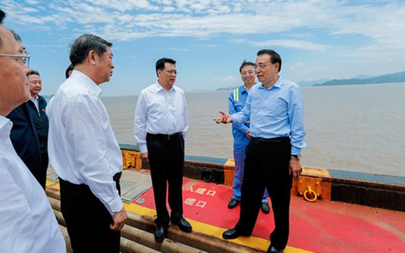 Premier Li visits Ningbo Zhoushan port