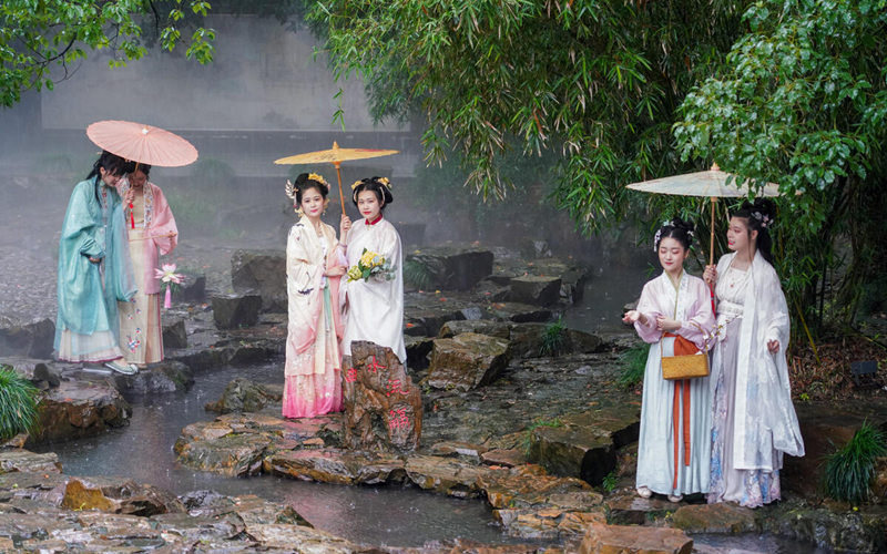 Traditional Han clothing a major hit among Generation Z