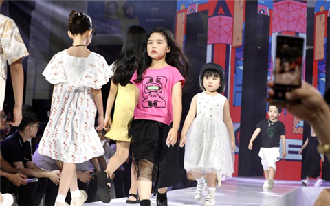 Media group visits Huzhou's children's wear manufacturing hub