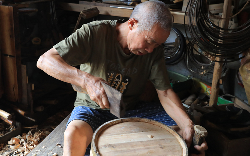 Shaoxing cooper keeps craft alive for 60 years