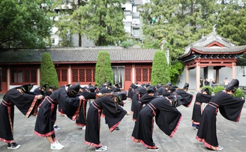 Students experience cultural traditions at Confucius Temple