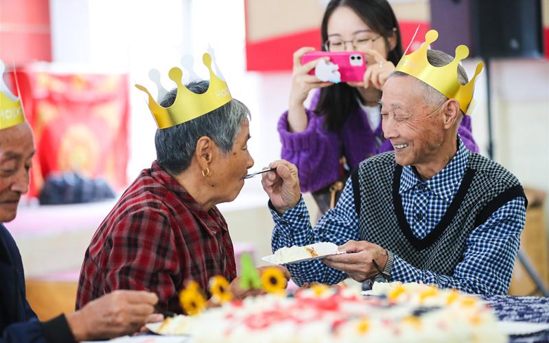 Honoring elders at Chongyang Festival