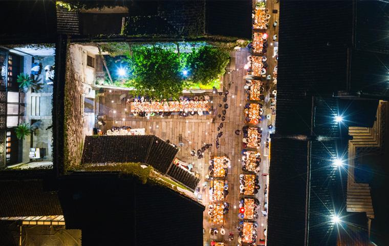 8th Wuzhen Theatre Festival: Long street banquet enthralls visitors