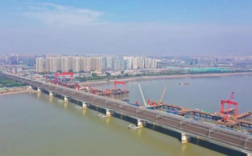Construction speeds up on bridge over Qiantang River