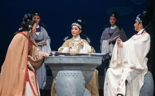 Classic Yueju opera wins young hearts