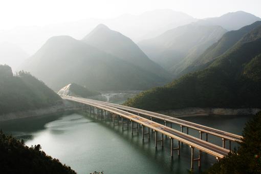 丽龙高速1.jpg