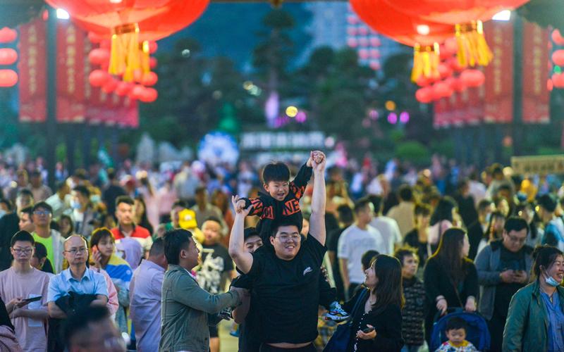 visitors in Huzhou .jpg