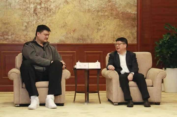 Yao Ming visits China's 'basketball city'