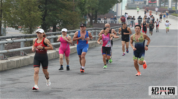 Shaoxing holds Aquathlon in run-up to annual marathon