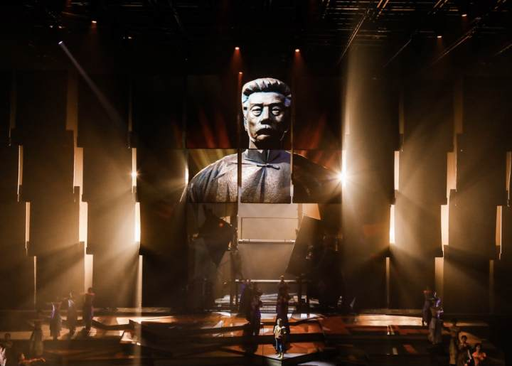 Play inspired by Lu Xun's works staged in Shaoxing