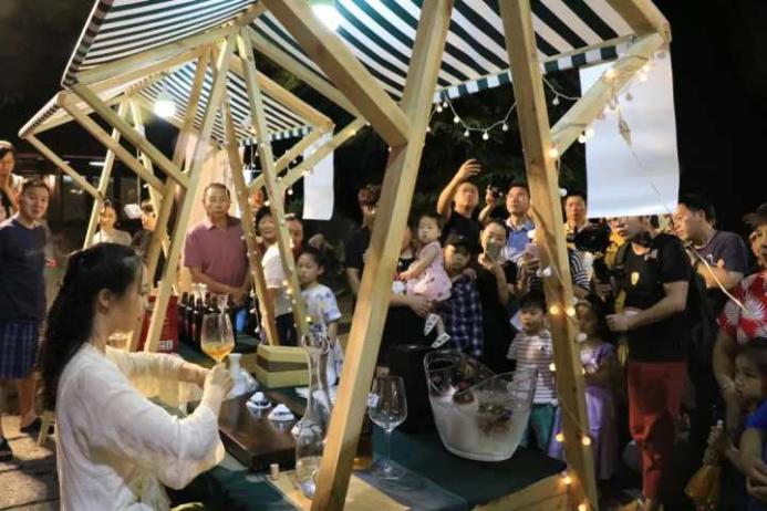Luzhen night market fair returns