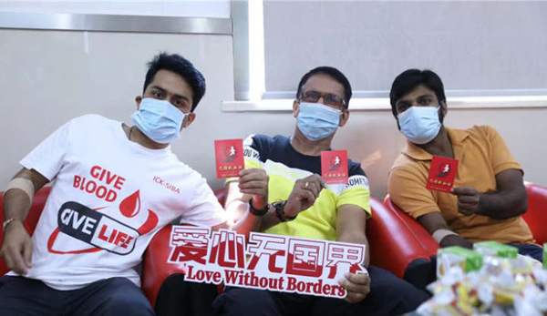 Indian volunteers donate blood in Shaoxing