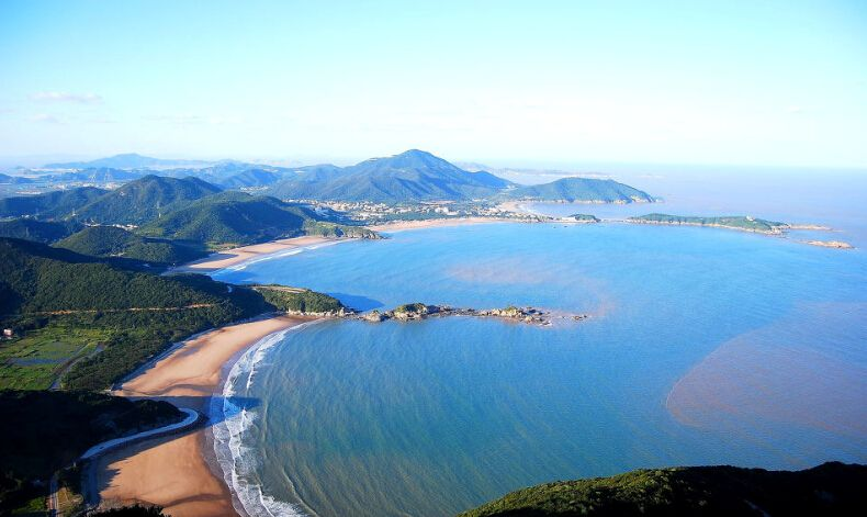 In-depth tour with blue sea and golden sand 建议配这张图.jpg