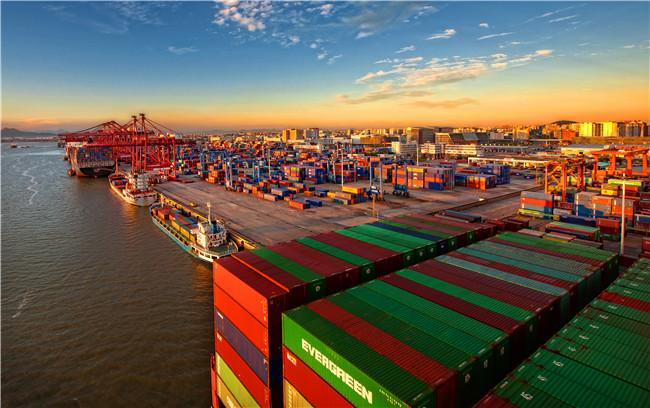 """""""丝路海运""""是福建在国内打造的首个""""一带一 路""""国际综合物流服务品牌和平台。图为""""丝路海运""""首航码头厦]港。_副本.jpg"""